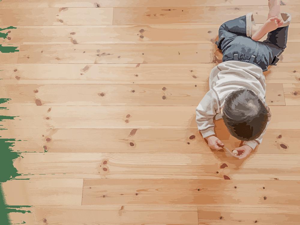 木の床で遊ぶ子供