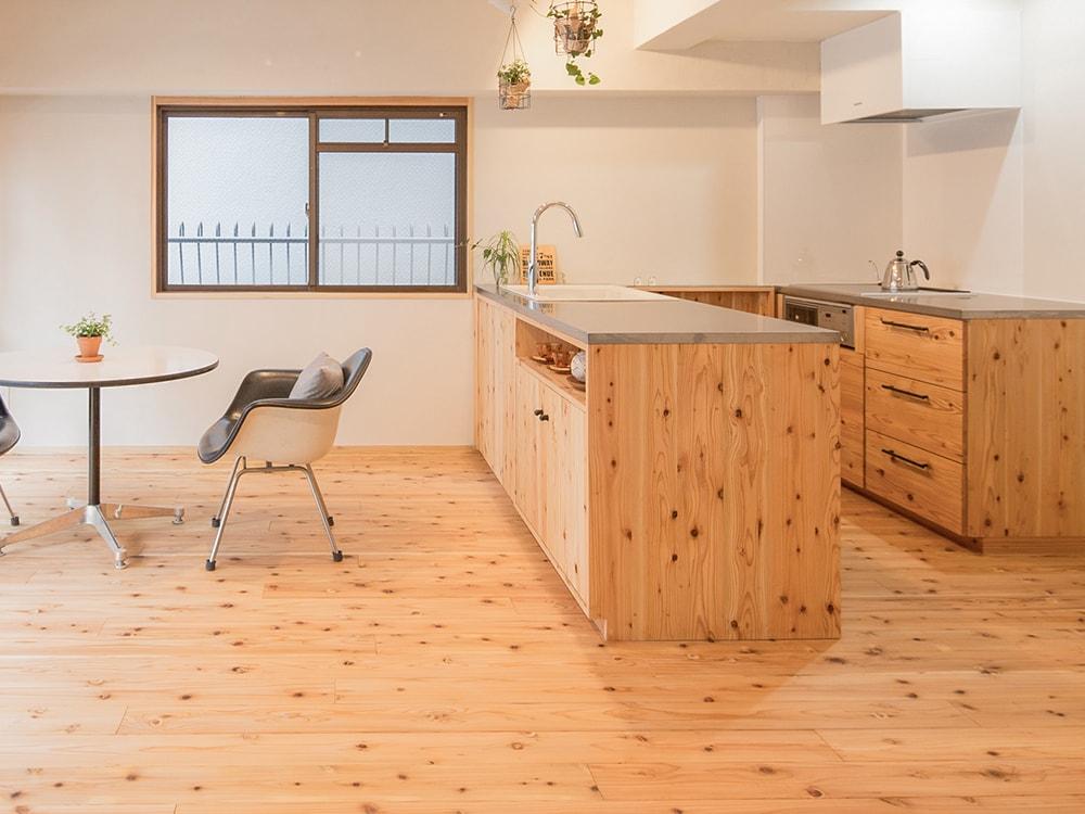 木箱 Hirao|リビングとキッチンの写真