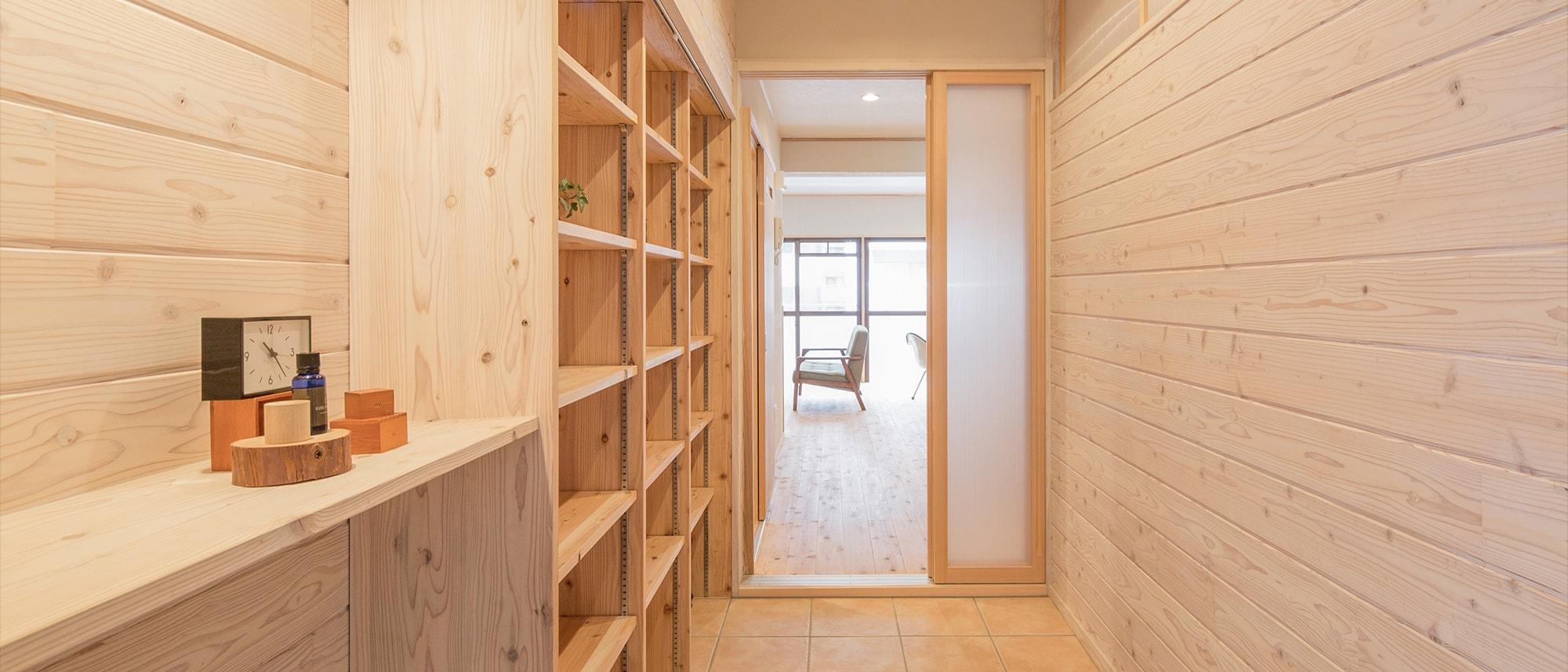 木箱 Hirao|玄関から見たリビングの写真