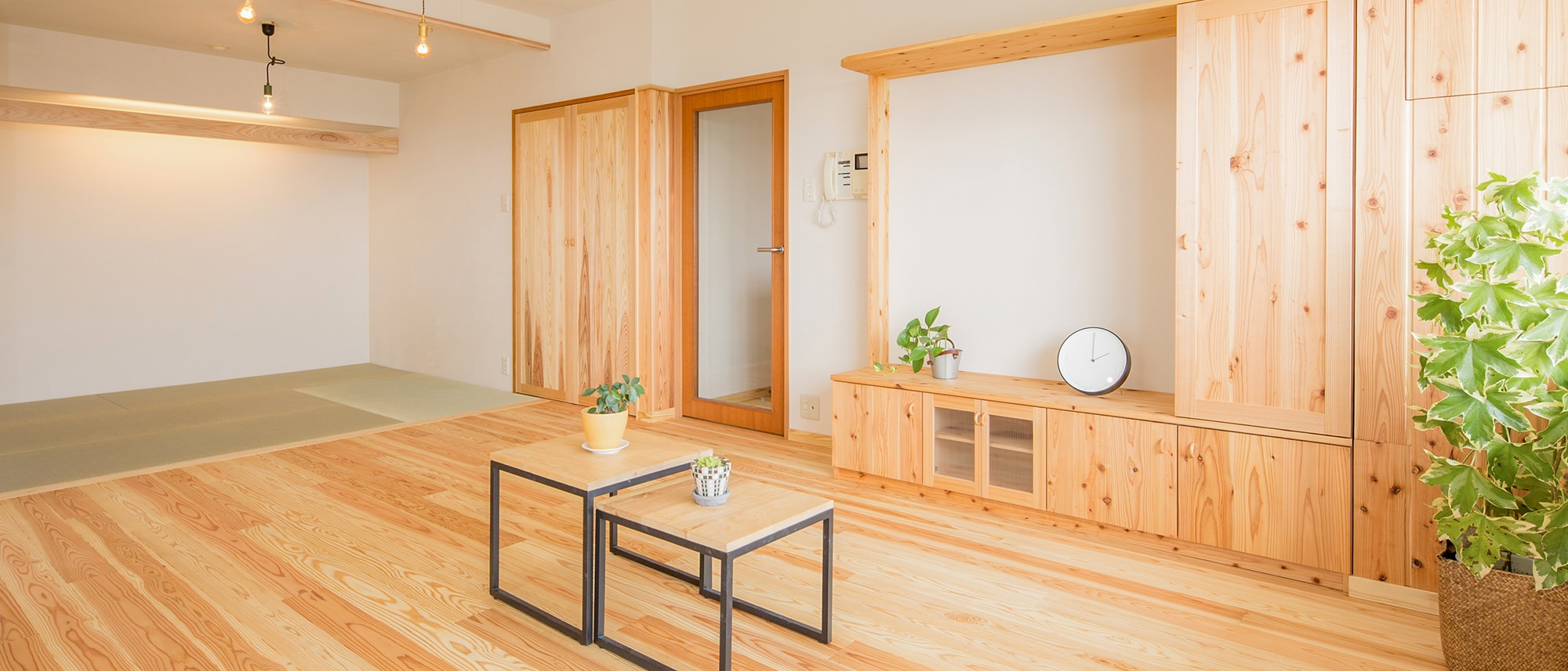 木箱 Kashii|リビングから見た和室の写真
