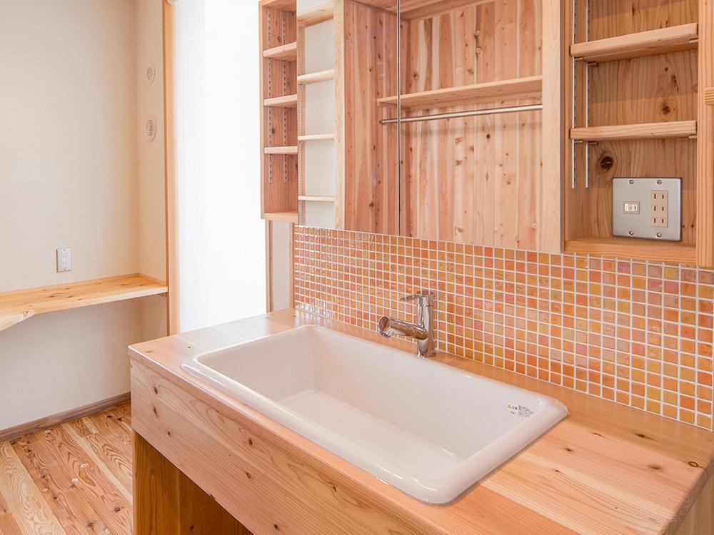 木箱 Kashiihama|造作の洗面台の写真