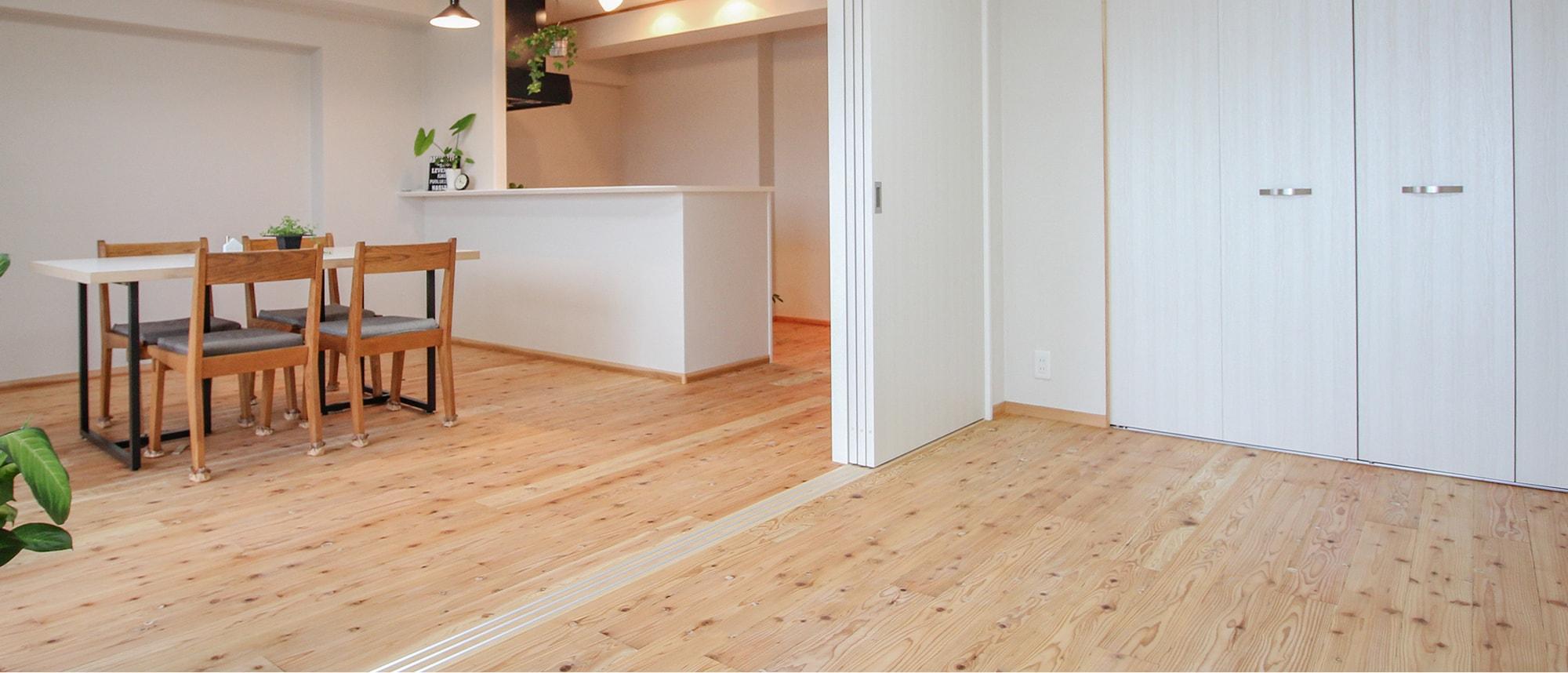 木箱 Matsuzaki|隣の部屋から見たリビングの写真